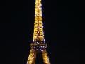 Le Tour Eiffel at night in Paris